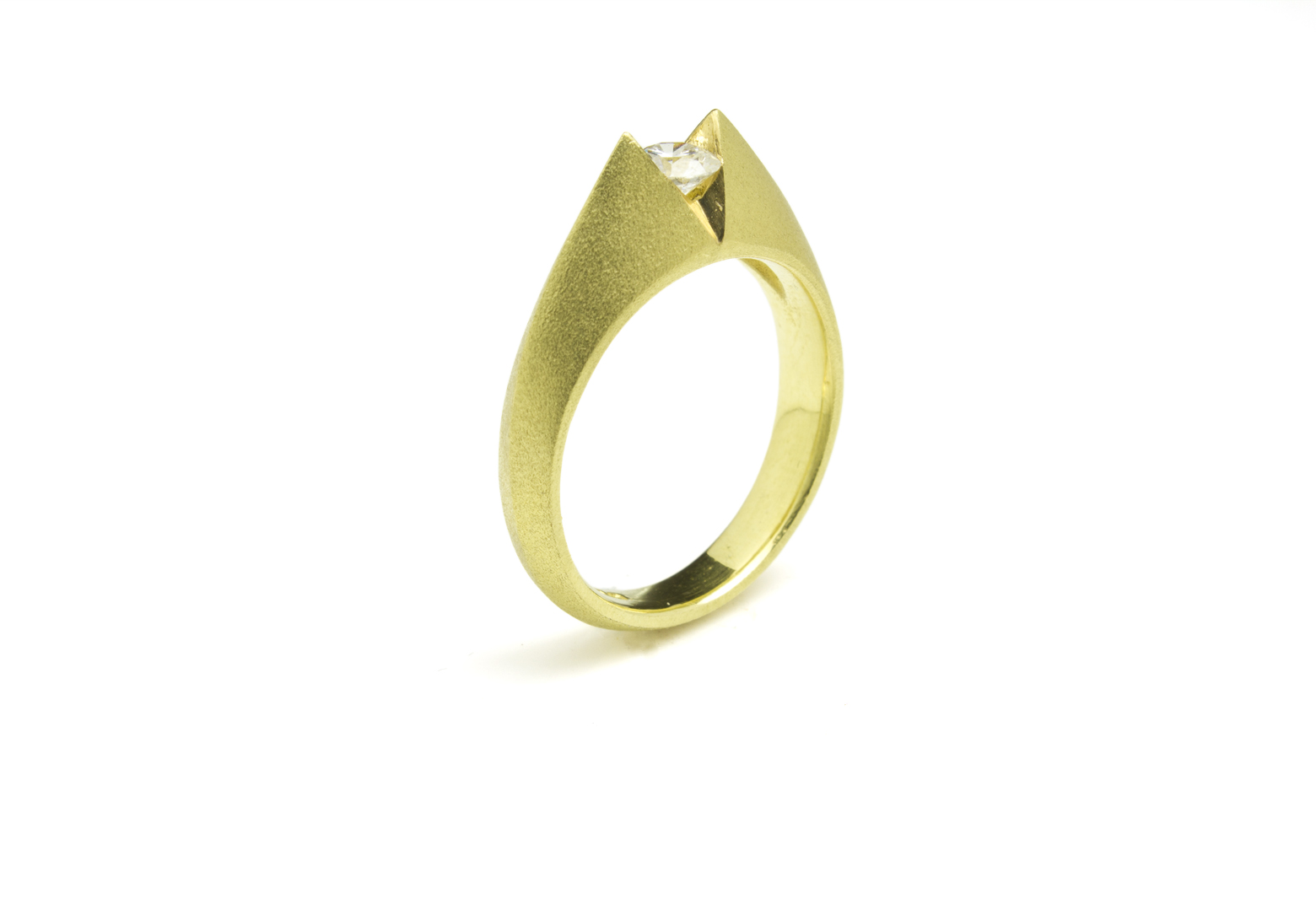 ART 'V' Round Diamond Ring