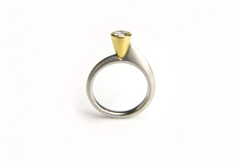 Asymmetric Round Diamond Ring