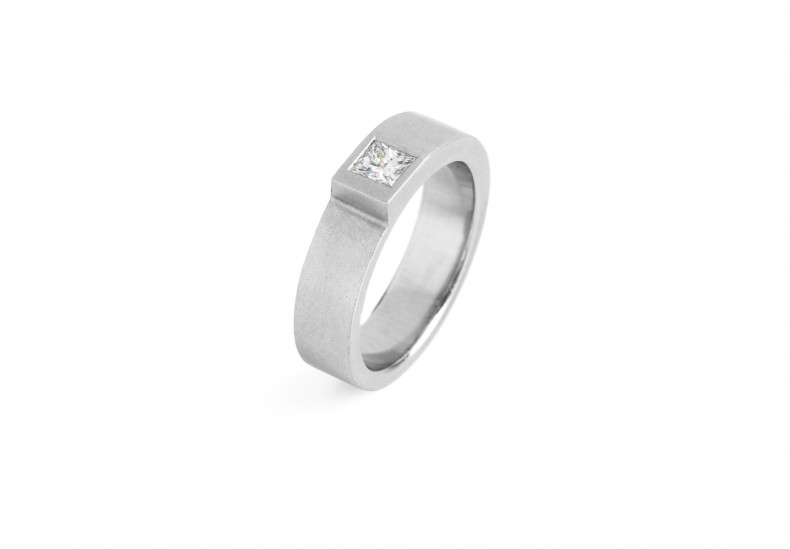 Step Narrow Square Diamond Ring