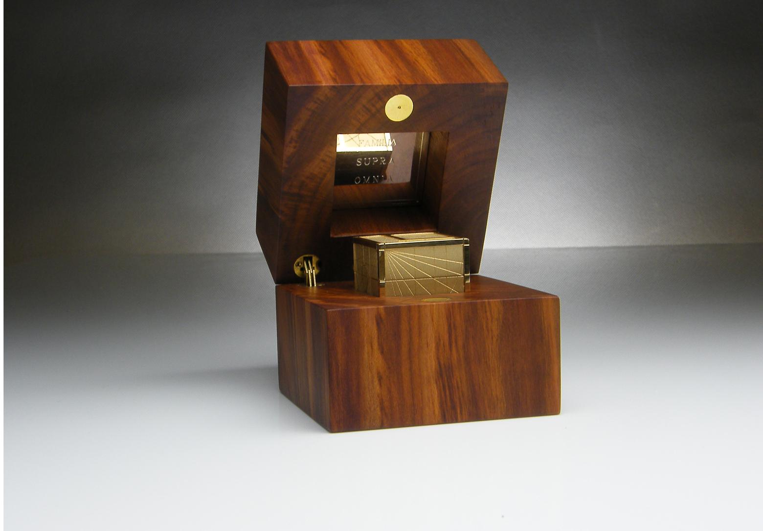 Gold 'Fibonacci Familia' Cube